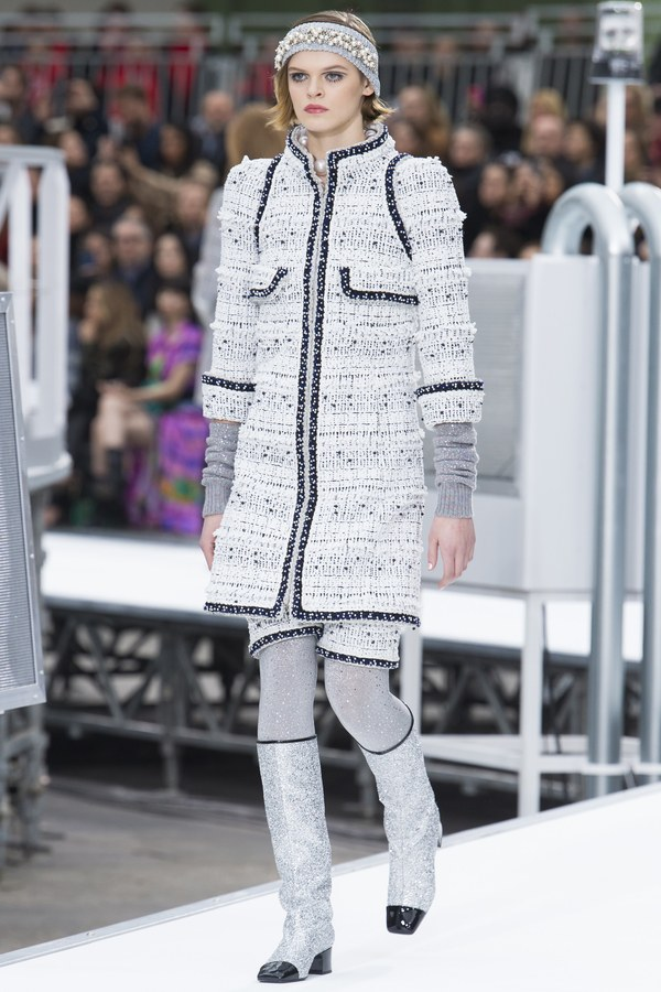 6-Fall-Boots-You-Should-Wear-Chanel
